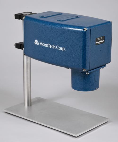 Czujnik wilgotności IR-3000W do kontrolowania wilgoci stosowany w przemyśle drzewnym.