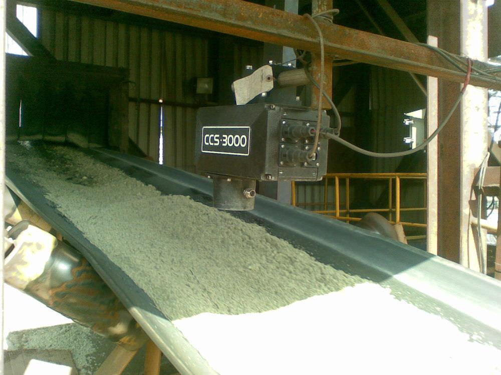 Czujnik wilgotności CCS-3000 NIR do zastosowania przy chemikaliach, minerałach i innych wymagających surowcach.