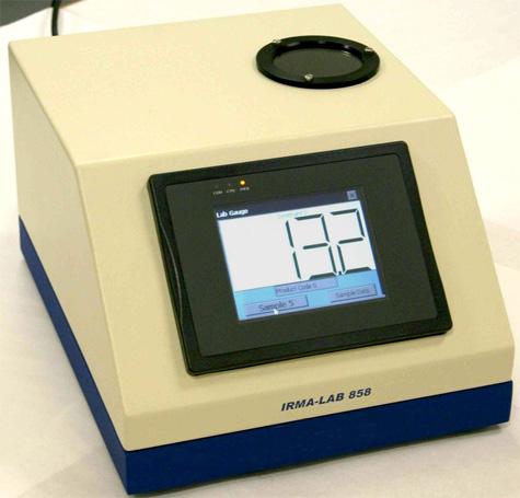 Miernik IRMA 858 oprócz pomiaru wilgotności stosowany również do pomiaru i kontroli: grubości powłoki, zawartości żywicy i wielu innych .