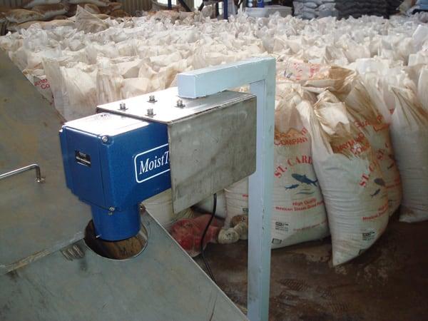 Czujnik wilgotności karmy dla zwierząt:  Mniej odpadów produktowych Wyższa jakość produktu końcowego Jednolitość produktu Obniżone koszty energii
